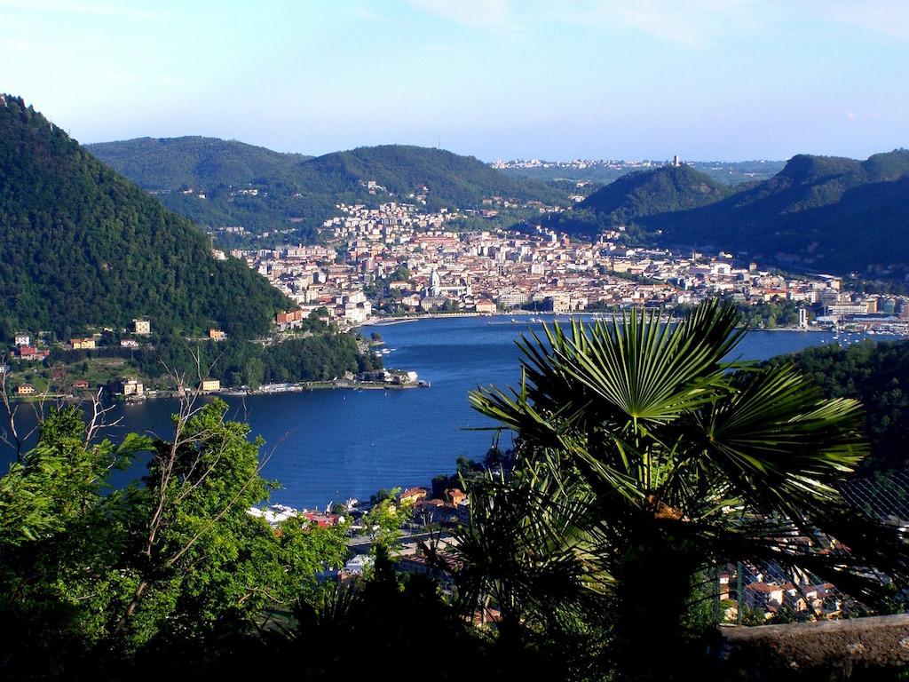 lake-como-town